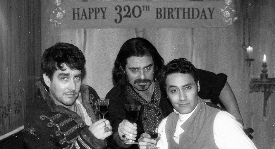 5 zimmer k che sarg engl what we do in the shadows for 5 zimmer kuche sarg