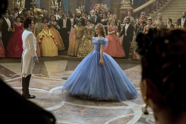 Und hier das gleiche Kleid in einer anderen Farbe