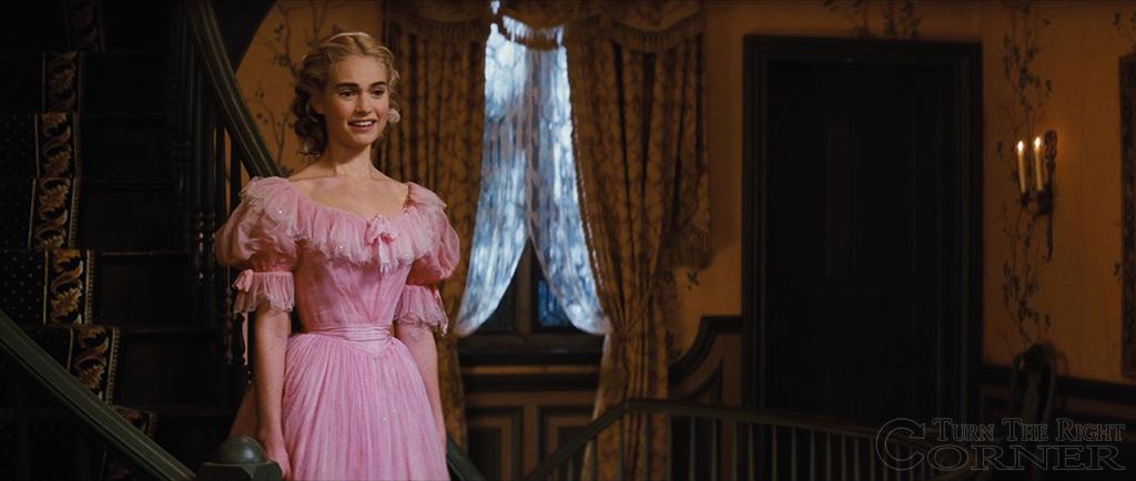 Hier das Originalkleid ihrer Mutter
