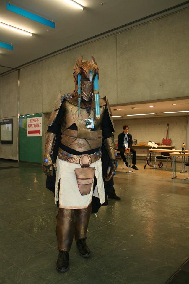 Der Cosplayer EVA001 in einer selbstgemachten Rüstung, die nichts, ich wiederhole: nichts, mit Mummies Alive zu tun hat!!