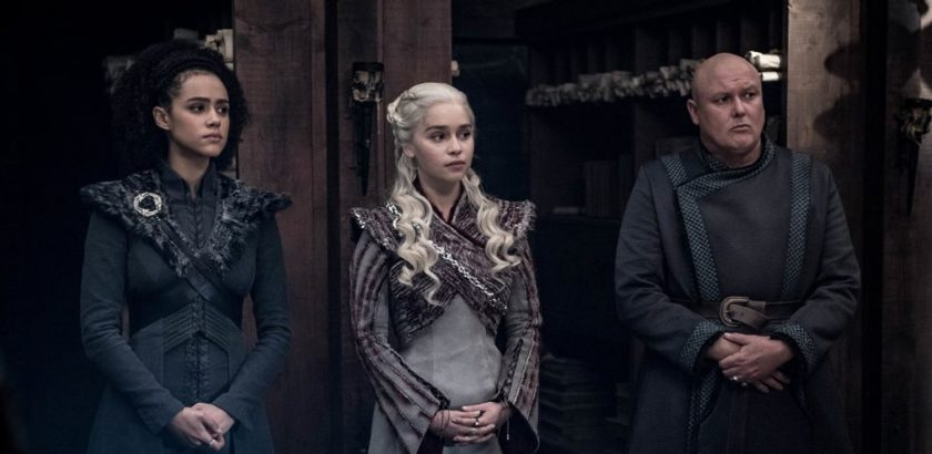 Daenerys Targaryen (Emilia Clarke), Missandei (Nathalie Emmanuel) und Varys (Conleth Hill) in Game of Thrones Staffel 8 Folge 4 - The Last of the Starks © HBO/Sky
